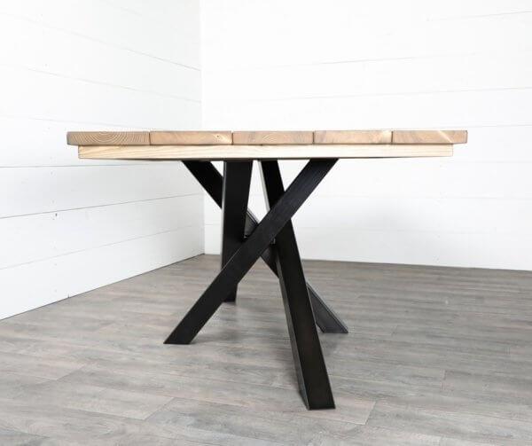 pieds de table croises en acier