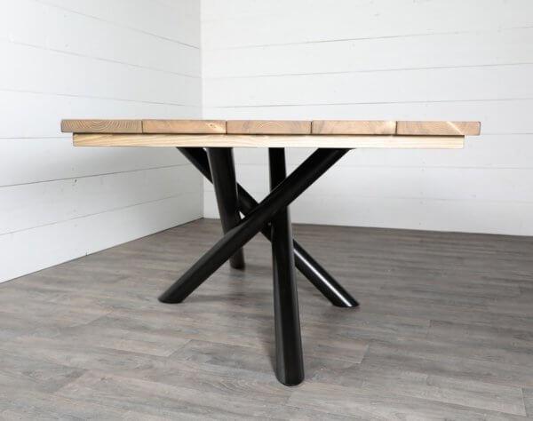 pied de table style mikado