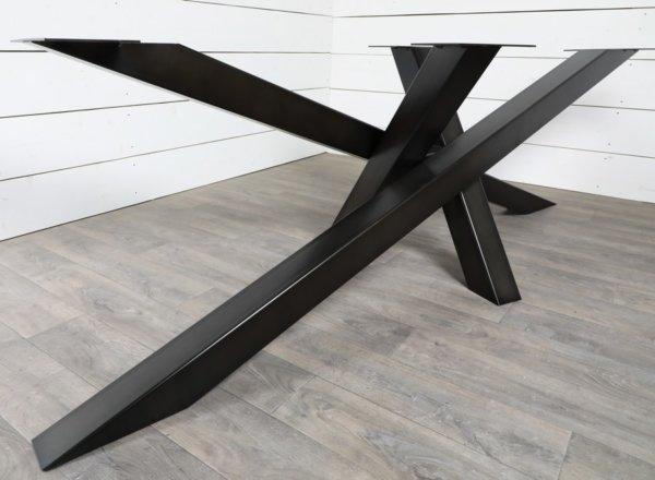 grand pied de table de repas croisé